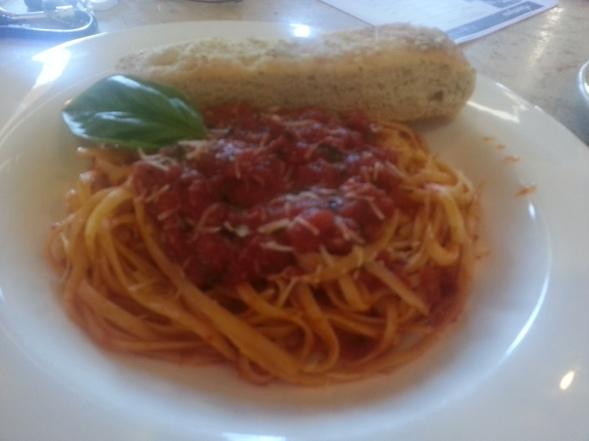 Tomato-Basil Pasta (@herroyalheiress)